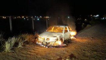 Violó la perimetral, le robó el auto a su ex pareja y se lo quemó