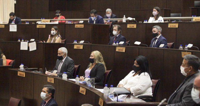La oposición en la Legislatura cuestiona el endeudamiento para el aumento salarial