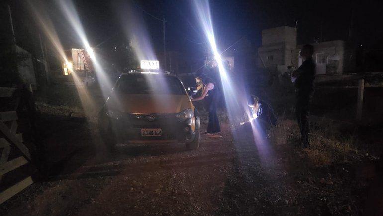 El taxista apuñalado fue encontrado ensangrentado en el interior del vehículo, en Las Perlas.