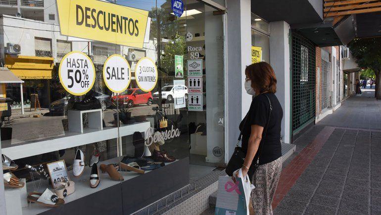 Más de la mitad de los comercios no acató las restricciones en Neuquén