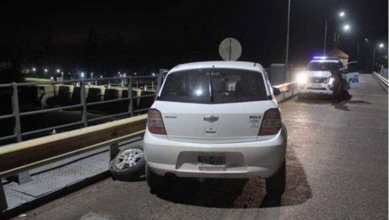 Un hombre chocó con su auto en el puente del Dique Ballester y se arrojó al río.