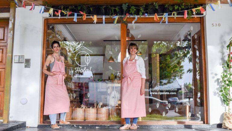 Las hermanas al frente del mercado integral que prescinde de envases para cuidar el medio ambiente.