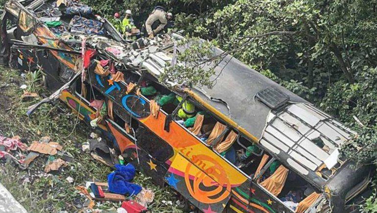 Tragedia en Brasil: se accidentó un micro y hay 21 muertos