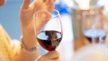 Covid-19: ¿Se puede beber alcohol después de la vacuna?