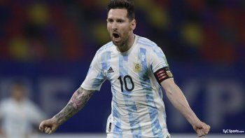 Argentina enfrenta a Chile con Messi a la cabeza