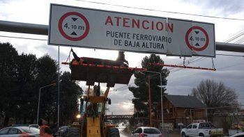 Colocaron limitadores para evitar que choquen el puente ferroviario