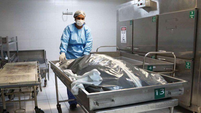 En una clase de anatomía, vio el cadáver de su amigo