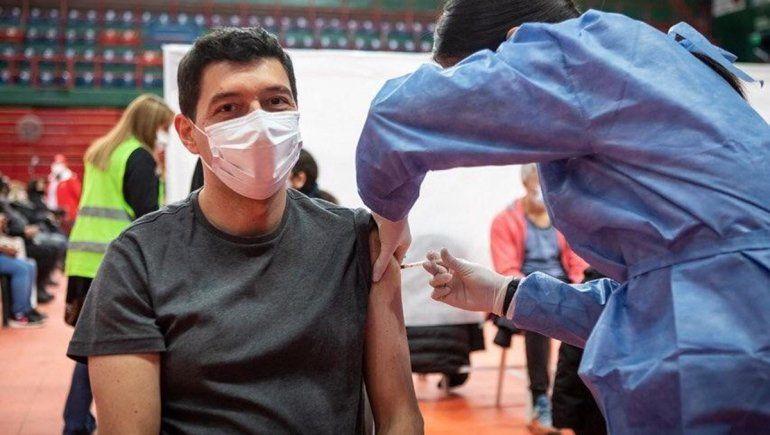 El vicegobernador recibió la vacuna contra el coronavirus