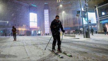 espana: cuatro muertos y cientos de autos atrapados por la nieve