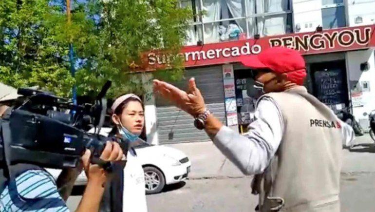 Operativo en un súper chino terminó con agresiones a periodistas