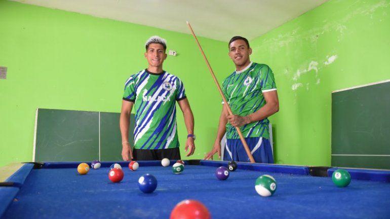 Gramajo y Ríos pasan largo rato jugando al pool en la pensión (Omar Novoa).
