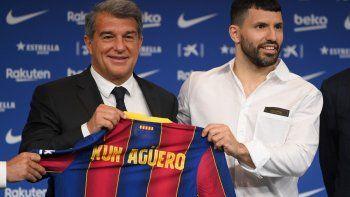 barcelona quiere que messi renueve cuanto antes: el kun agüero esta ayudando