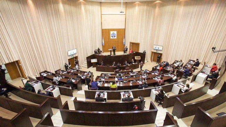 Diputados de la oposición piden que sus aumentos vayan a un fondo para salud
