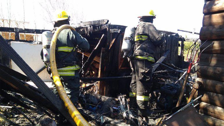 Voraz incendio consumió un galpón en San Martín de los Andes