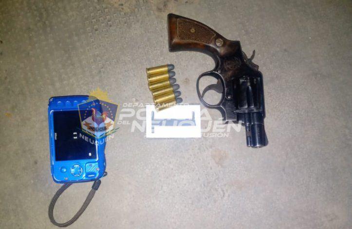 Policías redujeron a un delincuente armado en plena calle