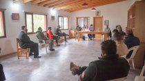 desborde sanitario en san martin de los andes: restringen la circulacion