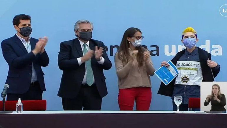 Femenino, masculino y X: Alberto Fernández anunció el nuevo DNI entre reclamos