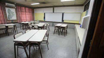 Padres amenazan con tomar la escuela si las clases no se regularizan