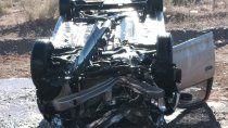 ruta 22: camion perdio dos ruedas y provoco el vuelco de una familia
