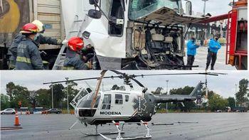 Insólito: un camión chocó contra un helicóptero en plena autopista