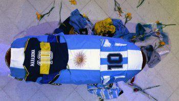 Claudia, las nenas y los héroes de México 86: así fue el velatorio íntimo de Maradona