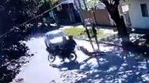 motochorros la arrastraron varios metros, la atropello un auto y salvo su vida