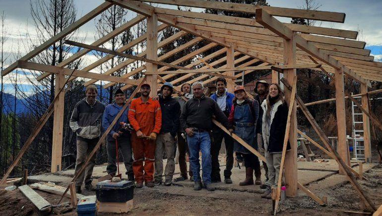Neuquinos viajan todas las semanas a reconstruir la Comarca Andina