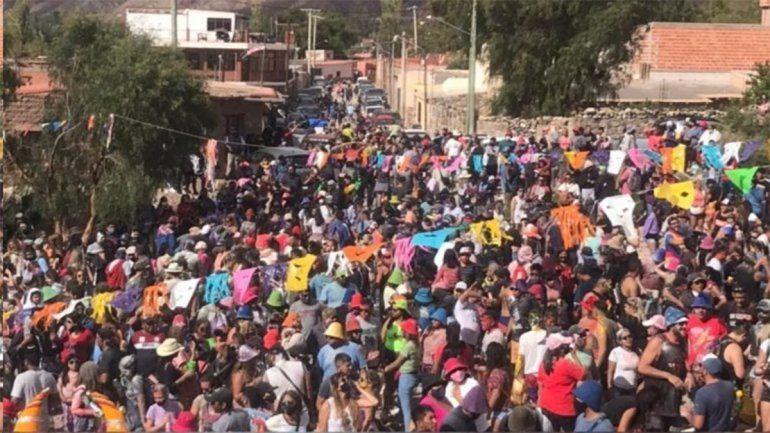 ¡Descontrol! Una multitud celebró el carnaval en Tilcara