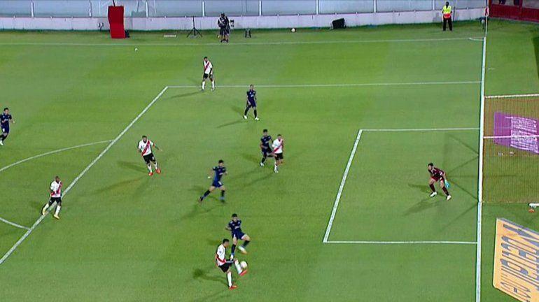 Sigue la polémica: las dos imágenes que el VAR no mostró del gol de River