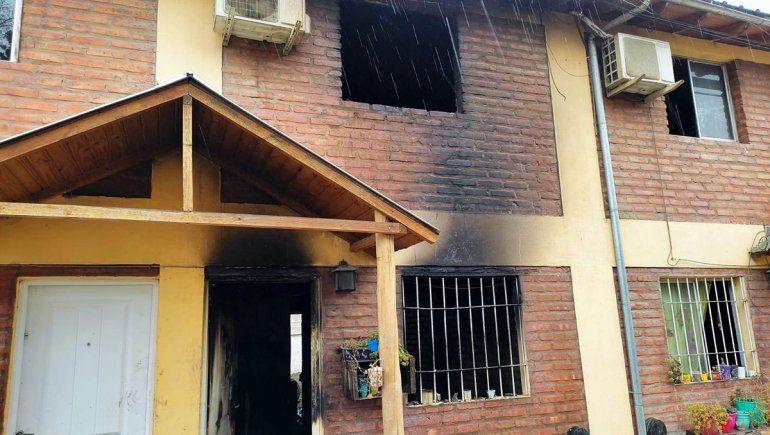 Incendio en Chos Malal: el hermano menor saltó desde un primer piso y se salvó de milagro
