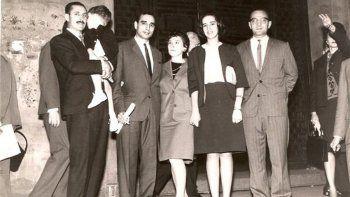 Dr. Antonio García, su esposa Lea y colegas.