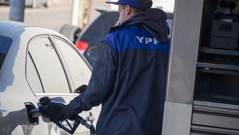 El litro de la nafta premiun ya roza los 50 pesos