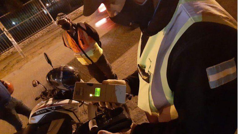 Controles de tránsito: motoqueros invadieron la costa y evitaron a los inspectores