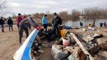 exitosa jornada voluntaria de limpieza en la laguna paimun