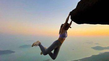Influencer murió por intentar una riesgosa foto en un acantilado