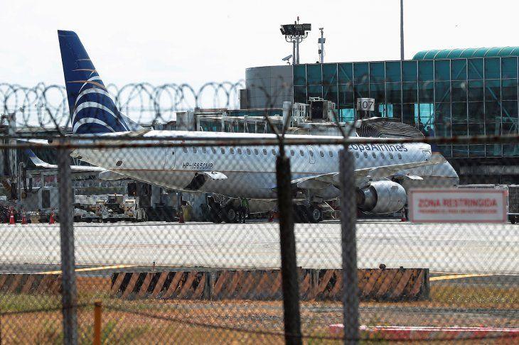 Foto de archivo . Un avión de Copa Airlines en pista se muestra en el Aeropuerto Internacional de Tocumen después de que el gobierno panameño restringiera los vuelos en los últimos días debido al