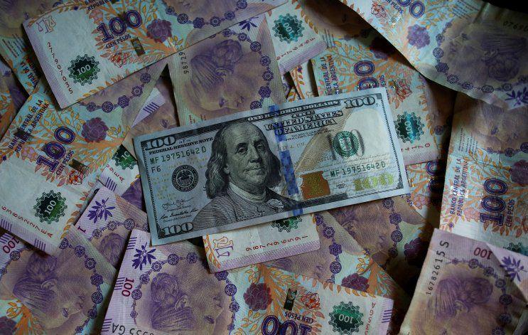 Bancos vuelven a vender dólares: ¿qué hacer con los pesos?