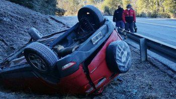 El hielo causó varios accidentes en la Ruta de los Siete Lagos