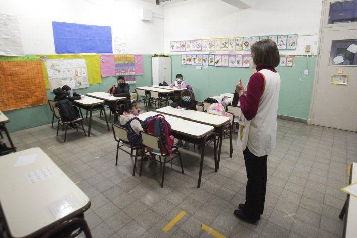 El Gobierno analizará intensificar la presencialidad en las escuelas