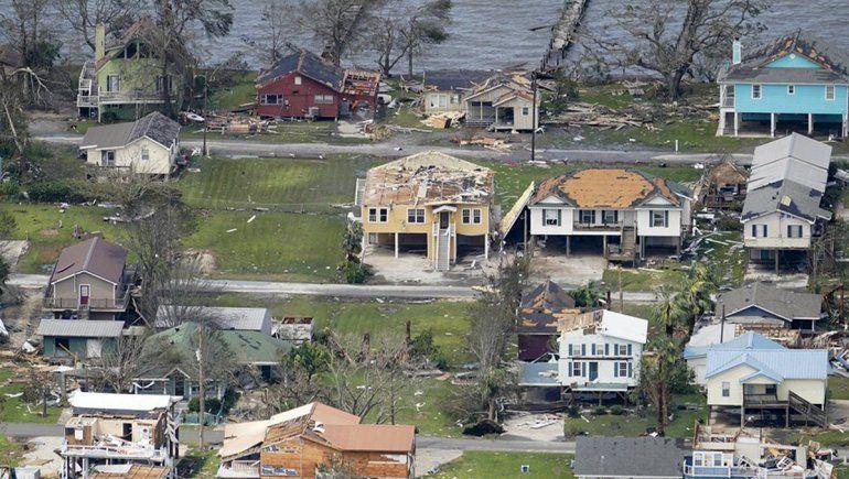 El huracán Laura deja seis muertos y graves daños