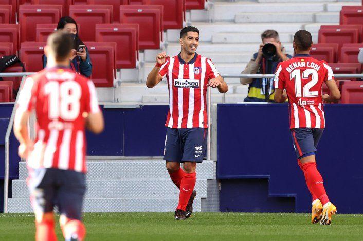 Suárez debutó en el Atlético de Simeone con dos goles y una asistencia