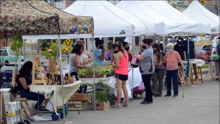 Las artesanías y el diseño copan hoy el Paseo del Limay